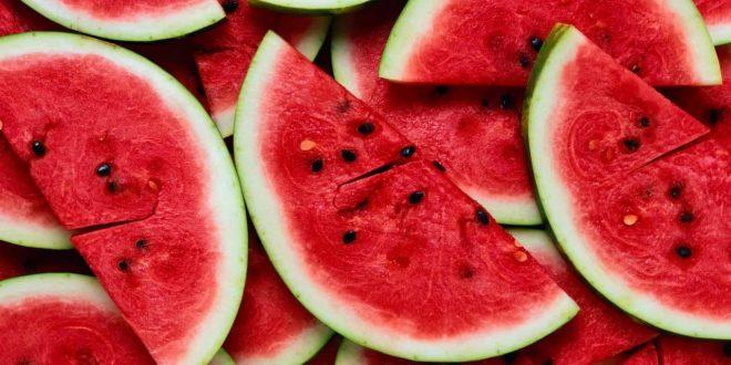 صورة تفسير حلم البطيخ الاحمر المقطع , للبطيخ مذاق حلو و تفسير احلى