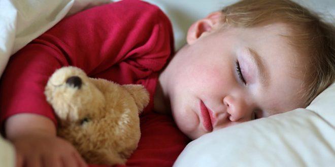 صور تعويد الطفل على النوم بمفرده , كيفية التخلص من النوم مع الاطفال
