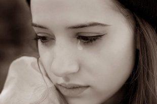 صورة صور بنات حزينة روعة , الحزن لا يليق بالحلوين