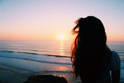 صورة صور بنات حلوين على البحر , غيري خليفه موبايلك كانك سافرتي