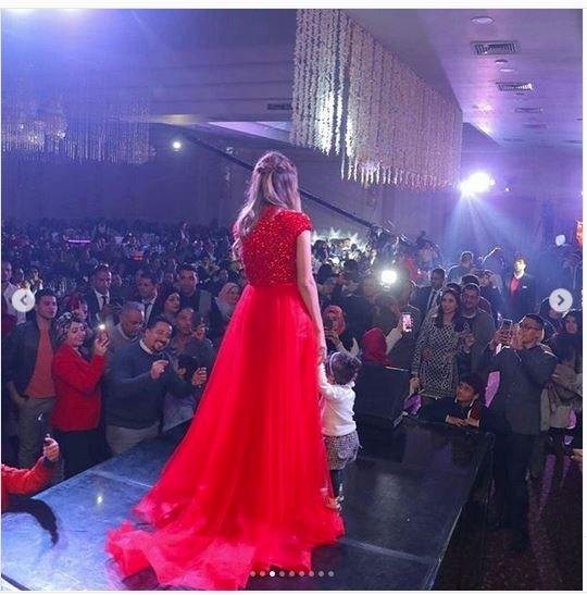 صورة فستان بلقيس الاحمر , تفاصيل حفله بلقيس و الفستان