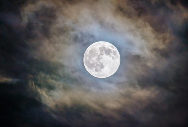 صورة صور رائعة للقمر , القمر الذي هو امل كل عاشق ان يهديه لحبيبته