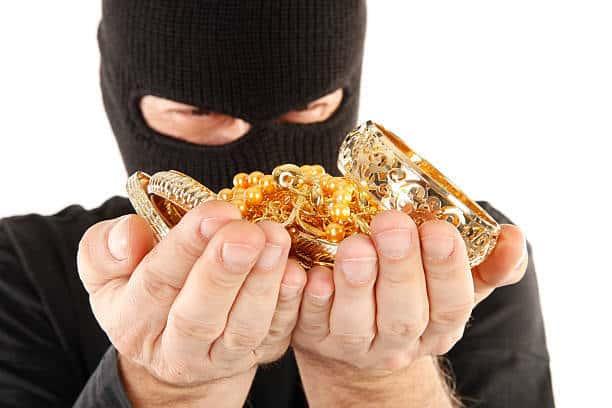 صورة سرقة الذهب في الحلم , تفسير سرقة الذهب في الرؤية