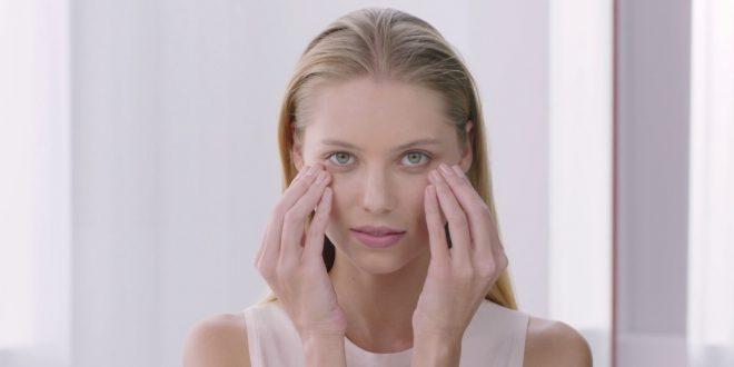 صورة طريقة وضع كريم العين بالصور , خليكي ميك اب ارتست نفسك