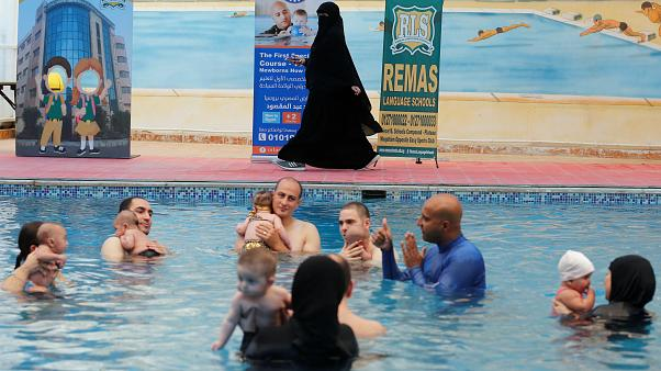 صورة تعليم السباحة للاطفال في مصر , من وصايا الرسول السباحة