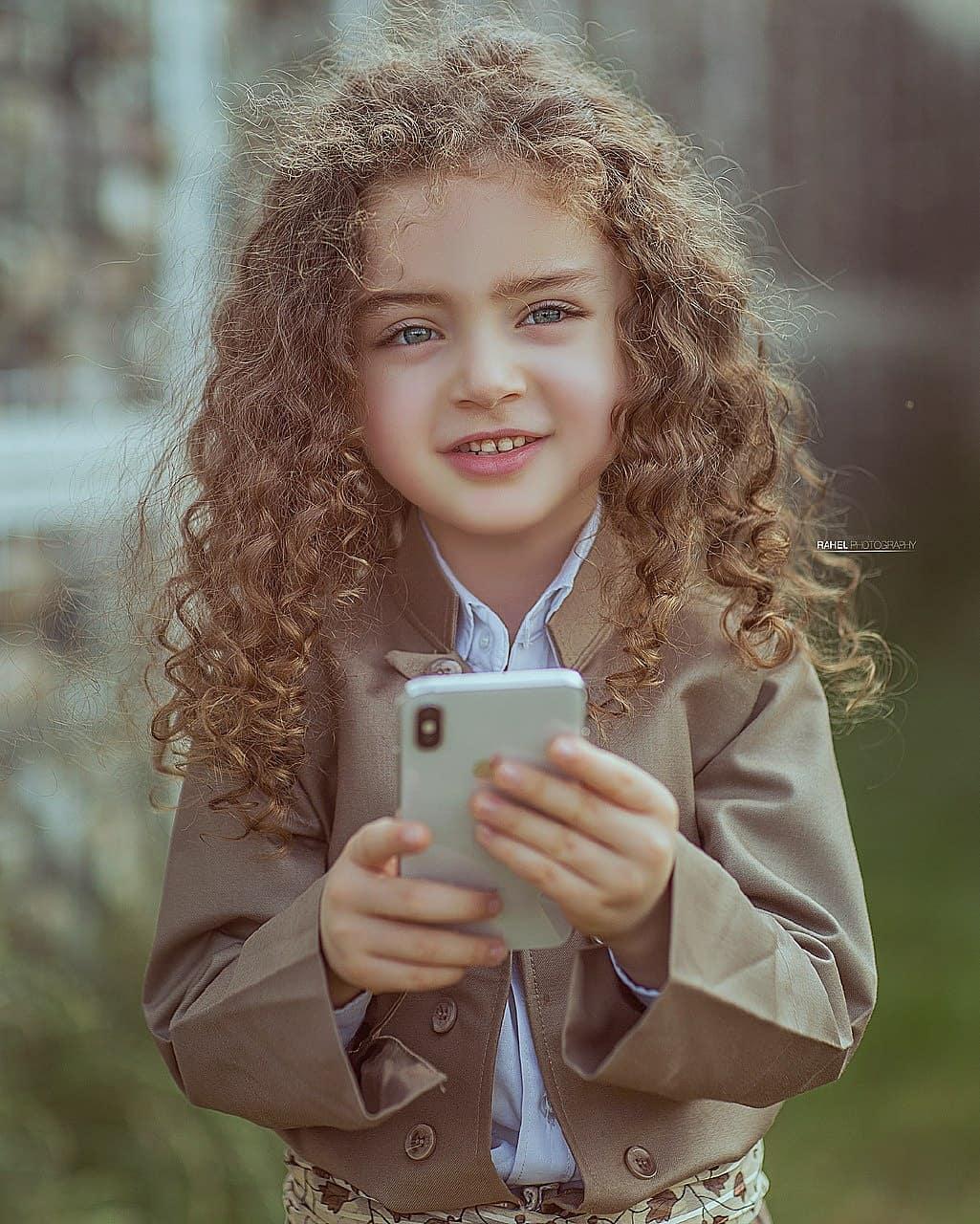 خلفيات بنات كيوت للفيس بوك صور بنات كيوت فيس بوك قبلات الحياة