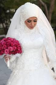 صورة اجمل فساتين الزفاف للمحجبات , عروسة وبتدوري علي فستان فرحك معانا 885 1