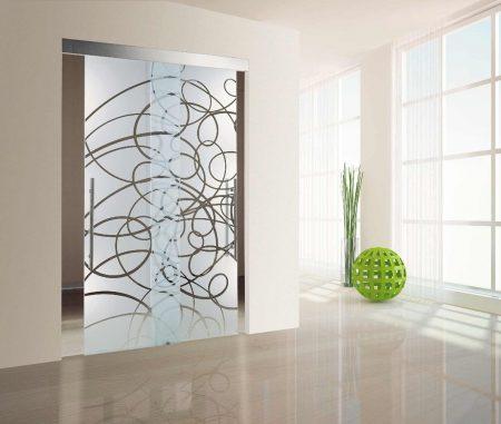 صورة ديكور زجاج سيكوريت , جملي بيتك بالزجاج الملون