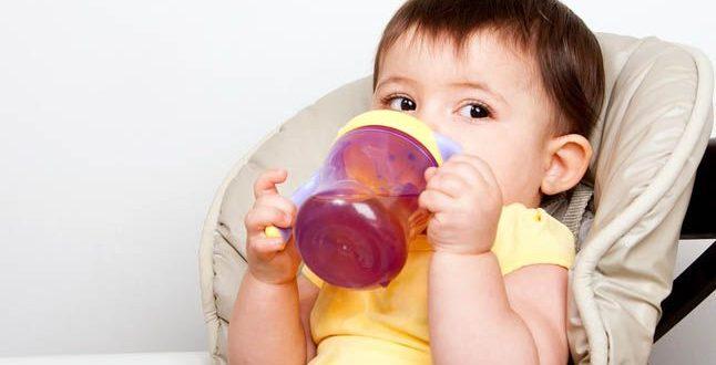 صورة افضل عصير للاطفال عمر ست شهور , ابني 6 شهور اشربه ايه