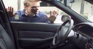 صورة كيفية فتح السيارة بدون مفتاح , نسيت مفتاح السياره بداخلها اليك الحل